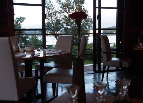 琉華菜苑テーブル