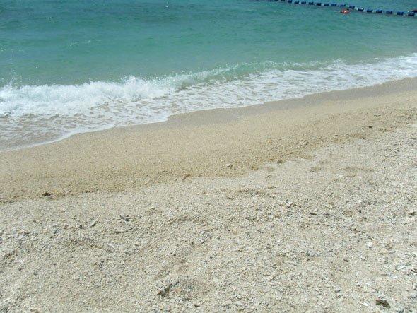 ブセナビーチ波打ち際