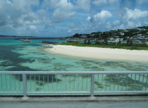 バス車窓からの古宇利島